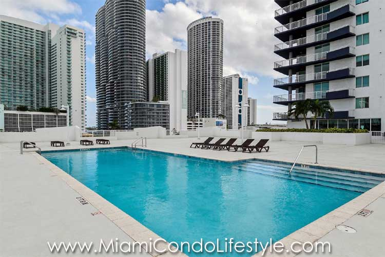 1800 Biscayne Plaza Swimming Pool