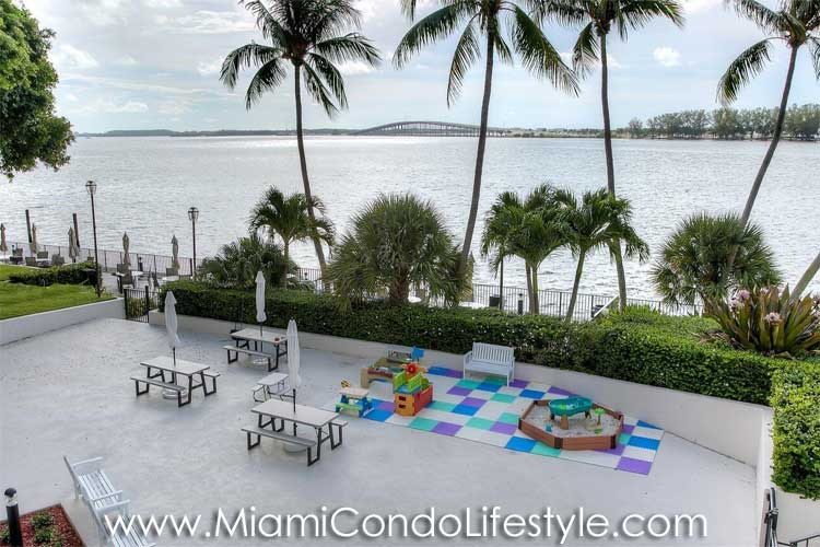 Brickell Bay Club Patio de Recio