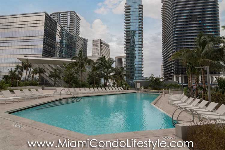 RISE Brickell City Center Piscina