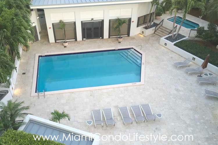 Brickell East Swimming Pool