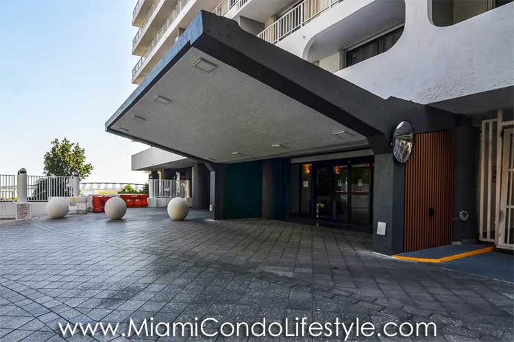 Brickell Harbour Entrada