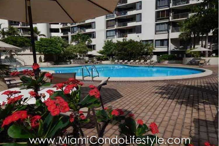 Brickell Key One Piscina