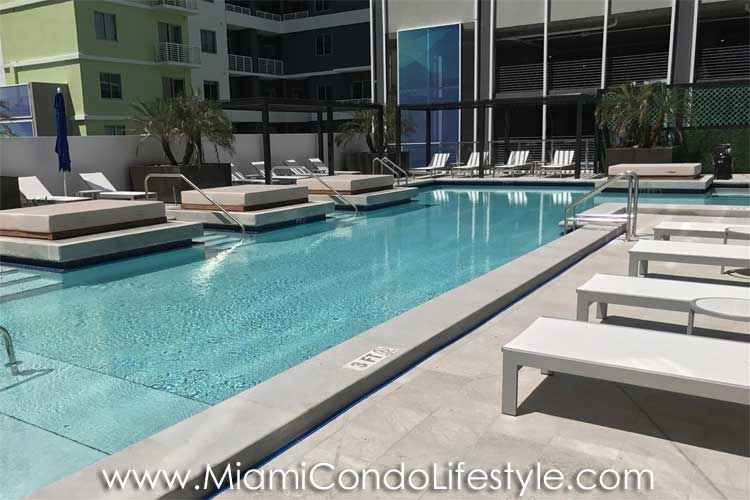 Brickell Ten Piscina