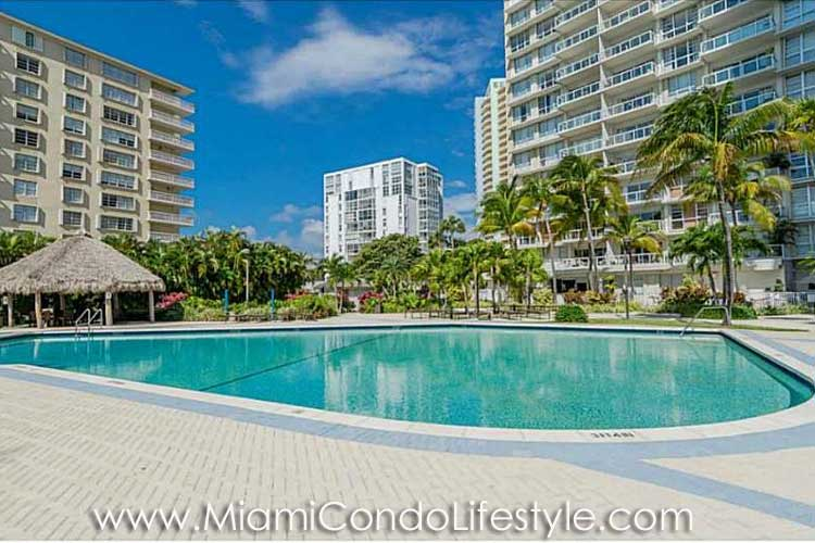 Brickell Townhouse Piscina