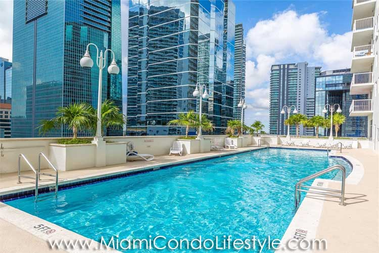 Club at brickell bay condos for sale 1200 brickell bay dr miami florida 33131 for Swimming pool construction miami