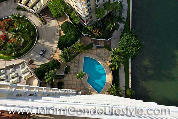 Courts at Brickell Key Vista a´rea