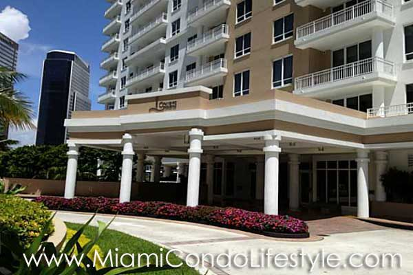 Courts at Brickell Key Entrada
