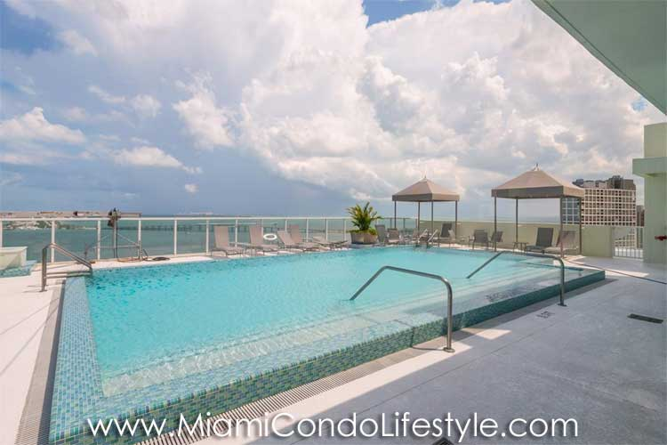 Emerald at Brickell Piscina