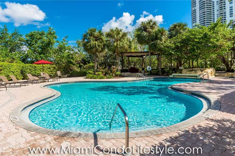 Mystic Pointe 600 Piscina