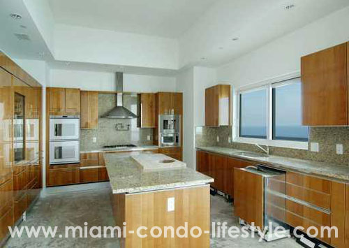 Turnberry Ocean Colony Kitchen