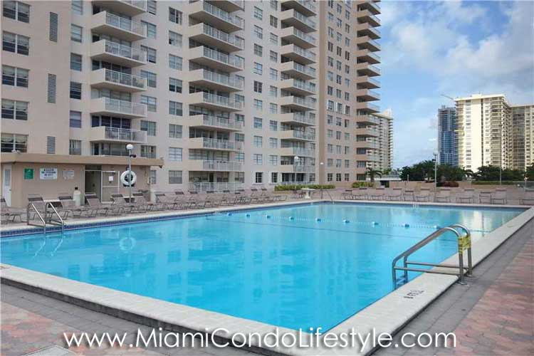 Winston Towers 100 Piscina
