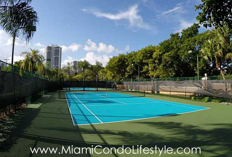 Yacht Club at Aventura Tenis